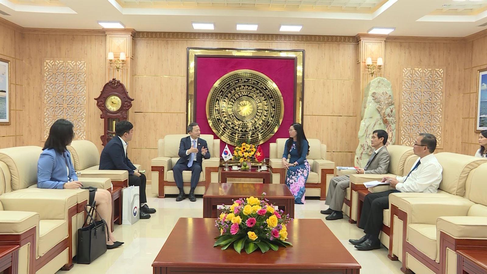 Bí Thư Tỉnh ủy Quảng Ngãi tiếp tổng Lãnh sự Hàn Quốc tại TP Đà Nẵng